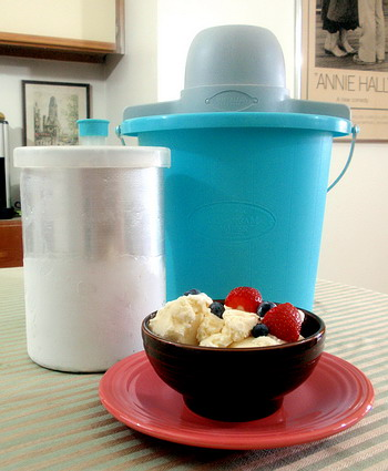 How to Use an Old-Fashioned Ice Cream Freezer - Texas m/features/m 95