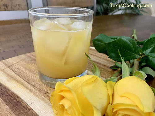 Yellow Rose of Texas cocktail